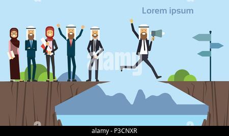 Homme d'affaires arabe avec mégaphone sautant par-dessus les obstacles abîme rendez l'objectif opposé concept. groupe affaires succès. défi, risque, et surmonter les obstacles ou problèmes. Banque D'Images