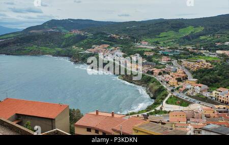 Le Raod à Castelsardo Considéré du point le plus haut de la ville avec l'océan en arrière-plan Banque D'Images