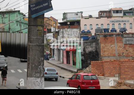 SÃO PAULO, SP - 16.06.2015: VILA NATAL - Vila Natal é um Bairro da Zona Sul de São Paulo, plus de com pouco Vinte Anos de fondation. Un área era um loteamento comum, uma Associação de Moradores que, na década de 1980, vindo de todas partes do Brasil, comme negociaram com os proprietários un compra da Fazenda que existia na época. A partir daí, une Sem-Casa ASCAZ (Associação dos da Zona Sul) o dividiu em lotes no sistema de autoconstrução construídas pouco foram, plus de 5000 residências. Uma curiosidade da Vila Natal, São comme saur com les nomes de frutas. (Foto: Antonio Cicéron / Fotoarena) Banque D'Images