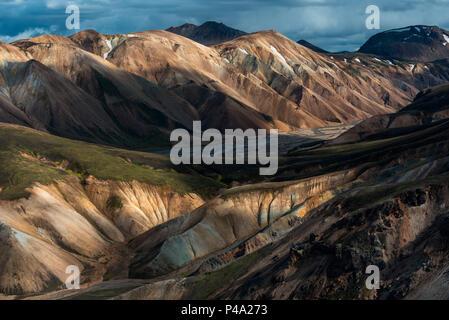 Montagnes de couleur dans les hautes terres d'Islande, Landmannalaugar, Islande Banque D'Images