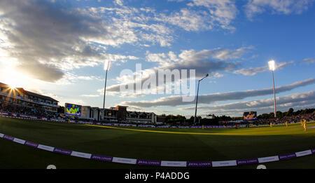 Unis Riverside, Chester-le-Street, au Royaume-Uni. 21 Juin, 2018. Un jour International Cricket, 4e Royal London ODI, Angleterre contre l'Australie, le soleil commence à définir sur l'Unis stade Riverside Credit: Action Plus Sport/Alamy Live News
