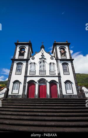 Portugal, Azores, Sao Jorge, Urzelina, église du village Banque D'Images