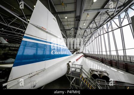 Concorde 101 dans l'espace aérien et Hangar Super Imperial War Museum Duxford, Cambs, UK. F-BVFC plan de test pré-production Banque D'Images