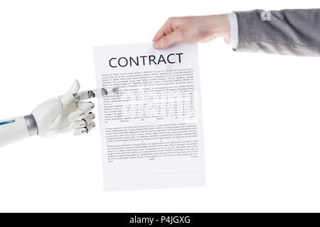 Cropped shot of robot pointant sur contrat d'affaires dans la main de businessman isolated on white
