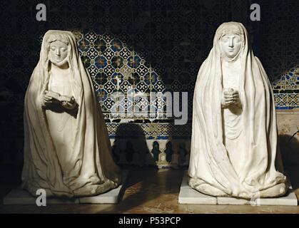 L'Espagne. L'Andalousie. Séville. Île de la Chartreuse. Monastère Notre Dame de la grotte, fondée en 1399 par Gonzalo de Mena, Archevêque de Séville. Cloître. Sculptures de Beatriz Portocarrero et Leonor Cabeza de Vaca. Banque D'Images