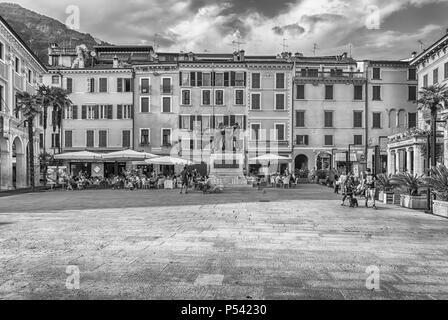 SALO, ITALIE - juin 1: War Memorial à Piazza della Vittoria, célèbre square à Salo, sur le lac de Garde, Italie, 1 juin 2014