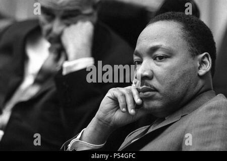 Le Dr Martin Luther King, Jr. et le Président Lyndon B. Johnson à la Maison Blanche, le 18 mars 1966. (USA) Banque D'Images