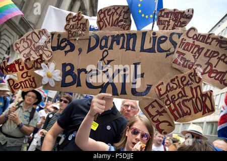 Au 2ème anniversaire de Brexit , le 23 juin 2018, autour de 100 000 personnes ont défilé dans le centre de Londres exigeant un vote du peuple sur l'accord final Brexit. Un y Banque D'Images