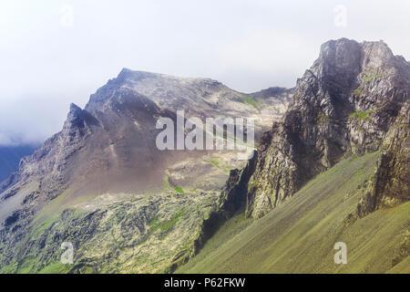 Montagnes islandaises typiques Banque D'Images