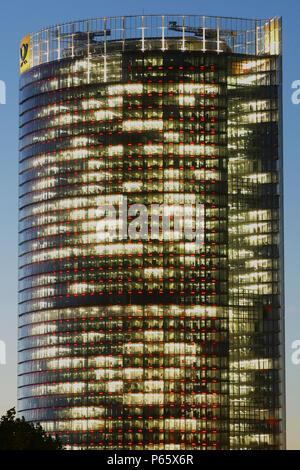 La Post Tower de Bonn, Allemagne. Siège de Deutsche Post WorldNet AG; architecte: Helmut Jahn