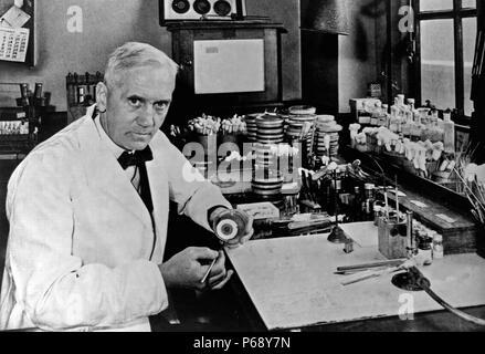 Sir Alexander Fleming, (6 août 1881 - 11 mars 1955) était un biologiste écossais, pharmacologue et botaniste qui a découvert la pénicilline Banque D'Images