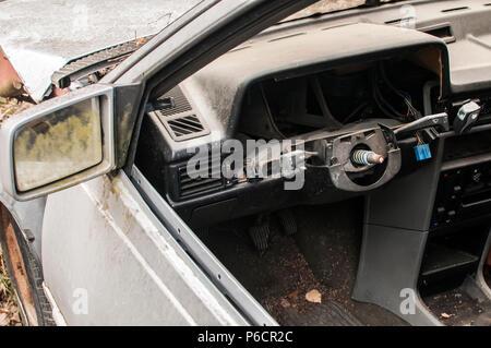 Abandonné crashed détruit car dashboard cassée Banque D'Images