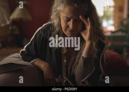 Femme mature qui souffrent de maux de tête Banque D'Images