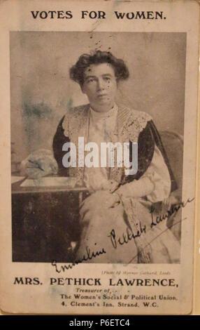 Emmeline Pethick Lawrence carte postale signée c.1907 67 Pethick Lawrence carte postale signée c.1907