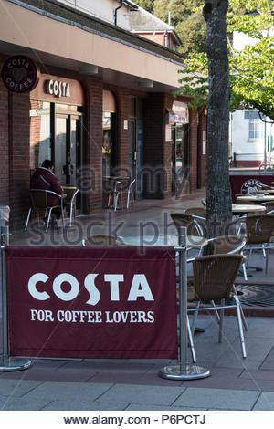Pour les amateurs de café Costa signe extérieur de la direction générale à Christchurch, Dorset, England, UK Banque D'Images