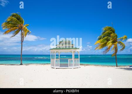 Cuba, Holguin Province, d'un belvédère sur la Playa Guardalvaca Banque D'Images
