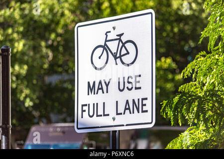 Des vélos peuvent utiliser le plein lane sign