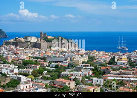 La ville de Lipari, l'île de Lipari, Les îles Éoliennes, UNESCO World Heritage Site, Sicile, Italie, Méditerranée, Europe Banque D'Images