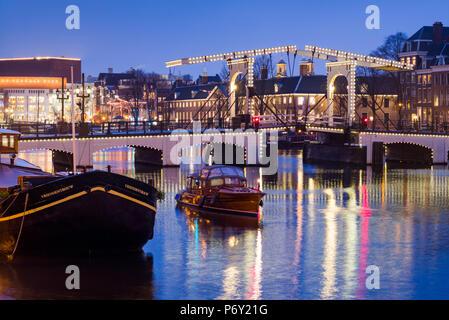 Pays-bas, Amsterdam, Magere Brug, le pont Maigre, dusk