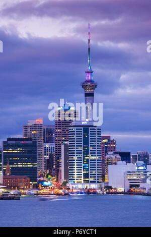 Nouvelle Zélande, île du nord, Auckland, vue sur l'horizon de Devonport, Dawn Banque D'Images