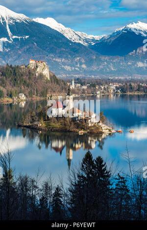 Vue de dessus sur le lac de Bled, en Haute-carniole, Slovénie Banque D'Images