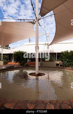 Centre commercial de Yulara Drive, Yulara, Territoires du Nord, Australie Banque D'Images