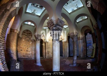 Vue intérieure de la Mosquée Cristo de la Luz, Toledo, SpainMosque du Cristo de la Luz, Toledo, Espagne, Europe Banque D'Images