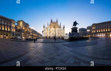 Vue de la cathédrale de Milan (Duomo), la galerie Vittorio Emanuele II et du Palazzo Reale, Milan, Lombardie, Italie, Europe Banque D'Images