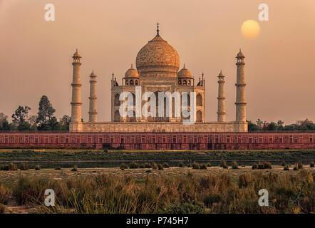 Coucher de soleil sur le Taj Mahal, Agra, Inde Banque D'Images