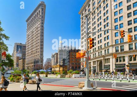 New York, USA- Septembre 05, 2017: Flatiron Building sur la 5e Avenue, près de Madison Square Park. Vues sur la ville de New York. Street, les gens et les touristes sur