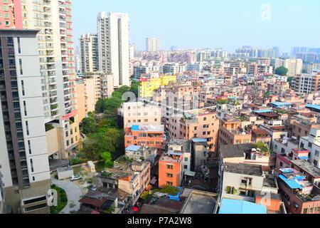 Sur les toits de la ville dense quartier résidentielle du centre ville de Guangzhou, Chine Banque D'Images