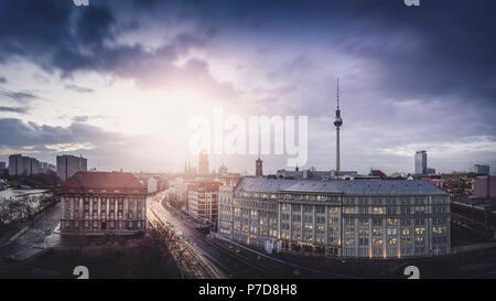 Les toits de Berlin avec la tour de télévision au Jannowitzbrücke, Berlin, Allemagne Banque D'Images