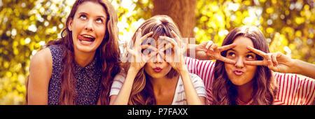 Happy friends making faces Banque D'Images