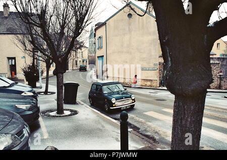 AJAXNETPHOTO. LOUVECIENNES, FRANCE. - Place du marché - REGARD SUR L'ÉGLISE; lieu fréquenté par des artistes du 19e siècle notamment Camille PISSARRO ET ALFRED SISLEY. PHOTO:JONATHAN EASTLAND/AJAX REF: CT2587 12  11A