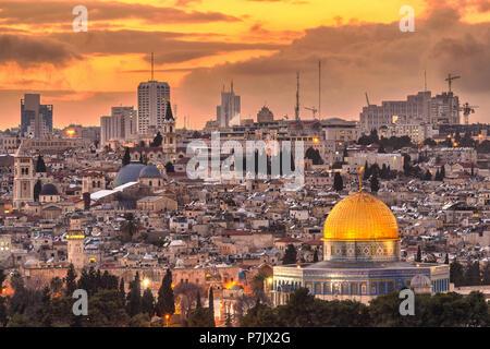 Jérusalem, Israël vieille ville à la tombée de la montagne des Oliviers. Banque D'Images