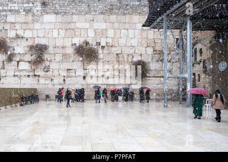 Le Mur Occidental à Jérusalem, vide de personnes au cours de la neige Banque D'Images