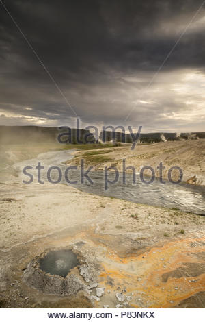 Chinese Spring & Firehole River au coucher du soleil, le Parc National de Yellowstone, Wyoming Banque D'Images