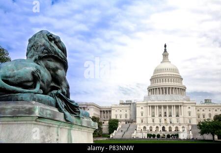 Le bâtiment du Capitole, qui abrite le Sénat et la Chambre des représentants des États-Unis sur le National Mall, Washington, DC.