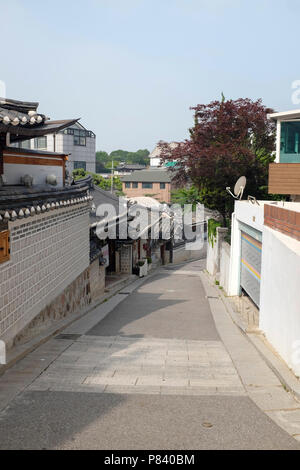 Maisons de style traditionnel coréen et l'architecture à le village de Bukchon Hanok à Séoul, Corée du Sud. Banque D'Images