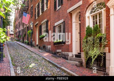 Brique coloniale en rangée le long de ruelles pavées, Rue Acorn, Boston, Massachusetts, USA