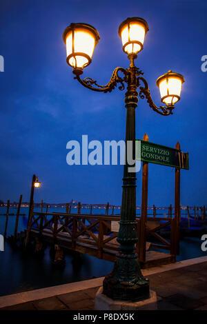 Dock le long de la Place Saint Marc à Venise, en Italie dans les premières heures du matin