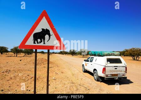 Attention, signe de l'éléphant, le Damaraland, Namibie Twyfelfontein Banque D'Images