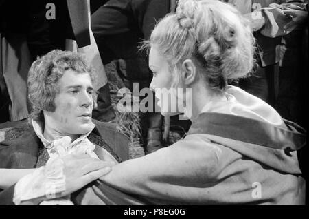La convoitise pour un vampire (1971) Michael Johnson, Suzanna Leigh, Date: 1971 Banque D'Images