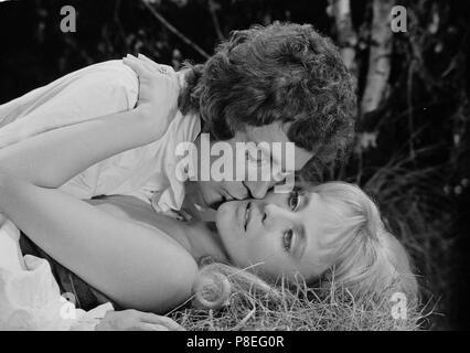 La convoitise pour un vampire (1971) Yutte Stensgaard, Michael Johnson, Date: 1971 Banque D'Images