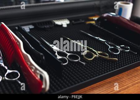 Thème barbershop les outils de la coiffure appareils pour les