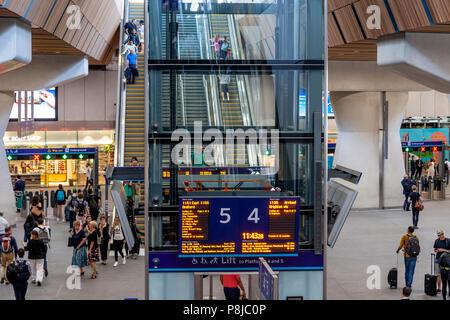 L'intérieur de la nouvelle la Station London Bridge, Londres, Angleterre Banque D'Images