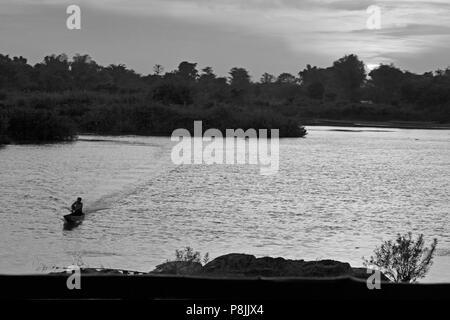 Coucher du soleil sur l'ÎLE DE DON DET dans la région des Mille-Îles 4 (Si Phan Don) de la rivière du Mékong - Sud, Laos Banque D'Images