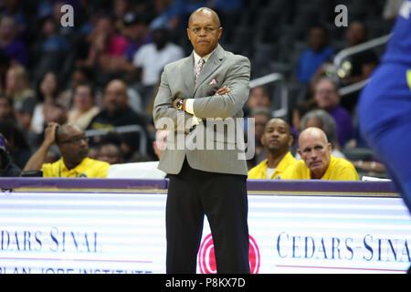 LOS ANGELES, CA - le 12 juillet: Ailes Dallas entraîneur en chef Fred Williams lors d'un match WNBA entre les ailes de Dallas et Los Angeles Sparks Le 12 juillet 2018 au Staples Center de Los Angeles, CA. (Photo de Jordon Kelly Cal Sport Media)
