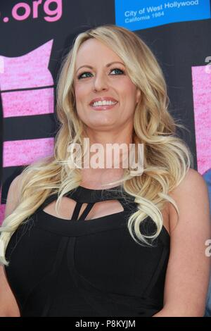 Hollywood, Californie, USA. 23 mai, 2018. Stormy Daniels reçoit la proclamation de la ville et la clé de la ville de West HollywoodChi Chi LaRue's, West Hollywood, Californie, Crédit : Clinton Wallace/Globe Photos/ZUMA/Alamy Fil Live News Banque D'Images