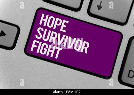 Signe texte montrant l'espoir survivant lutte. Photo stand conceptuel contre votre maladie être fighter stick à rêves touche clavier tapant bureau travail classe cl Banque D'Images